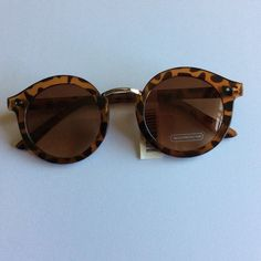 NWT round frame tortoise  with metal bridge Brand new Accessories Sunglasses