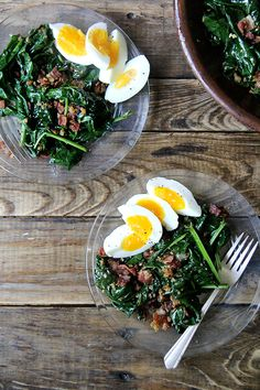 warm spinach salad with bacon and breadcrumbs