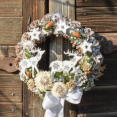 Hydrangea / Vianočný veniec na dvere so sobíkmi Floral Wreath, Wreaths, Home Decor, Floral Crown, Decoration Home, Door Wreaths, Room Decor, Deco Mesh Wreaths, Home Interior Design