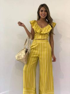 Pantalon - Her Crochet 30 Outfits, Holiday Outfits, Classy Outfits, Chic Outfits, Dress Outfits, Only Fashion, Fashion Wear, Fashion Outfits, Elegant Outfit