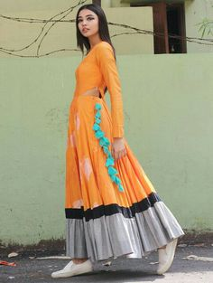 Online Fashion Portal, Designers, Collections and Fashion Shows Indian Dress Up, Indian Gowns Dresses, Indian Attire, Indian Outfits, Iranian Women Fashion, Indian Fashion, Lehenga, Anarkali, Churidar