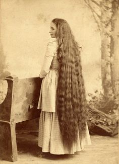 Hair Ideas For The Ladies.Tips for great looking hair. Your hair is undoubtedly precisely what can certainly define you as a person. To the majority of people it is vital to have a very good hair do. Vintage Hairstyles For Long Hair, Victorian Hairstyles, Pelo Vintage, Corte Y Color, Natural Hair Styles, Long Hair Styles, Victorian Women, Victorian Era, Very Long Hair
