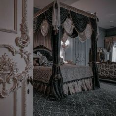 Queen Aesthetic, Princess Aesthetic, Aesthetic Rooms, Decoration Shabby, Slytherin Aesthetic, Room Inspiration, Light In The Dark, Royalty, Architecture