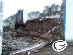 El miércoles 15 de marzo en la madrugada una de las paredes del cementerio de Calderón colapsó, esto según versiones