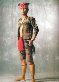 Book: Sinaunang Habi - Philippine Ancestral Weave by Marian Pastor-Roces Filipino Art, Filipino Tribal, Filipino Culture, Philippines Outfit, Philippines Culture, Philippine Mythology, Philippine Art, Filipiniana Dress, Filipino Fashion