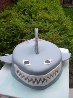 Party With Cakes: Shark attack!
