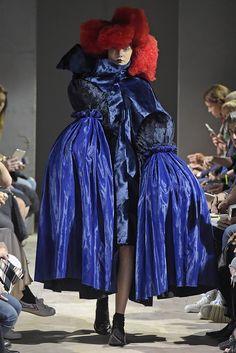 Comme des Garçons RTW Spring 2016 [Photo: Giovanni Giannoni] Weird Fashion, Dope Fashion, Modern Fashion, Fashion News, High Fashion, Fashion Show, Fashion Brands, Rei Kawakubo, Summer Fashion Trends