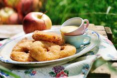 Betty Bossi Rezept: Öpfelchüechli Onion Rings, Chef Recipes, Pretzel Bites, French Toast, Appetizers, Bread, Breakfast, Ethnic Recipes, Sweet