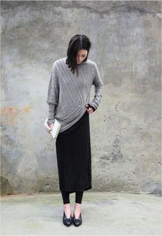Super, den Jerseyrock vom Sommer über die schwarzen leggins und den Lieblingsstrickpulli drüber! Perfekt - modern minimal