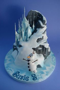 "If you are thinking about have a Frozen party, here are some awesome cake inspirations. If you want more, check out ""More Froze Party Cake. Bolo Frozen, Torte Frozen, Frozen Party Cake, Disney Frozen Cake, Disney Cakes, Frozen Birthday Party, Geek Birthday, Birthday Cakes, Frozen Fondant"