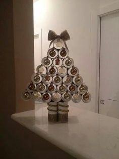 Albero di Natale con tubi di cartone