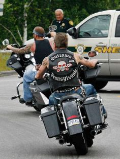 Peaceful send-off for an Outlaw Biker Clubs, Motorcycle Clubs, Retro Motorcycle, Harley Davidson, Outlaws Motorcycle Club, Bike Gang, Bad Boy Style, Vanity Fair, Biker Vest