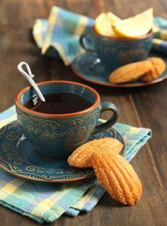 Nadire Atas on Cafe , Tea, Desserts and Lovely Flowers Cantos e Encantos I Love Coffee, Coffee Break, My Coffee, Morning Coffee, Coffee Aroma, Coffee Cafe, Coffee Shop, Café Chocolate, Pause Café