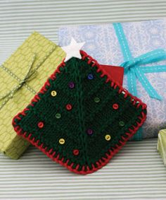 Lily® Sugar 'n Cream Tree Gift Card Cozy #christmas #knit #pattern