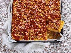 Kinuski-suolapähkinäpaistos on herkullinen jälkiruoka suurellekin seurueelle…