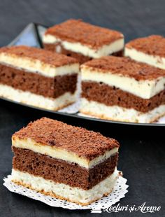"Prajitura ""O noapte la Venetia"" - Lecturi si Arome Romanian Desserts, Cake Recipes, Dessert Recipes, Peanut Butter Banana, Food Cakes, Sweet Memories, Biscuits, Caramel, Cheesecake"
