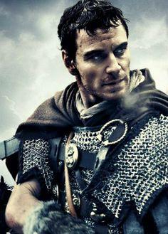 Michael Fassbender (Centurion Quintus Dias). Centurion (2010) by Neil Marshall. L'anéantissement (supposée) de la célèbre IXème légion romaine par les Pictes, à l'est de l'actuelle Ecosse. Le mur d'Hadrien aurait commencé à être édifié peu après. L'histoire de ce péplum précède chronologiquement le film L'Aigle de la Neuvième Légion, de Kevin Macdonald, où des légionnaires partent à la recherche de l'Aigle, le symbole de la légion.