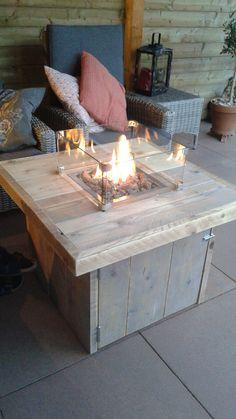 Vertical Garden Wall, Gas Fire Pit Table, Garden Tiles, Propane Fire Pit Table, Diy Patio Furniture, Outdoor Diy Projects, Gas Fire Table, Diy Outdoor Table, Outdoor Kitchen