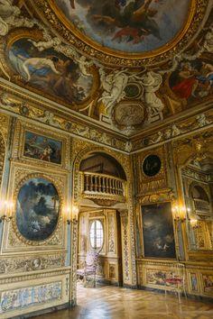 Hotel de Lauzun - #passionchateau Beautiful Interiors, Beautiful Homes, Beautiful Places, Baroque Architecture, Beautiful Architecture, Beautiful Ceiling Designs, Opera Dress, Ile Saint Louis, Paris Ville