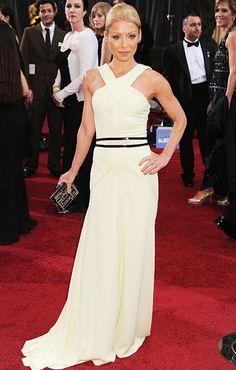 Kelly Ripa in Carolina Herrera on the red carpet at the 2012 Oscars
