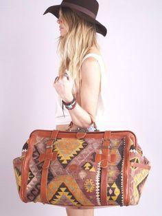 Vintage Southwest Navajo Kilim & Leather Weekender Keep-all My Bags, Purses And Bags, Feminine Mode, Sac Week End, Carpet Bag, Mein Style, Moda Vintage, Vintage Bag, Vintage Handbags