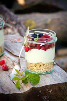 Deser z mascarpone, z letnimi owocami/ mascarpone dessert with fresh summer fruits