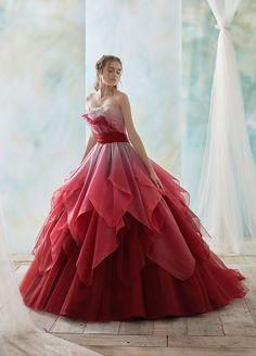 Marella's Christmas ball gown Elegant Dresses, Pretty Dresses, Colorful Prom Dresses, Fantasy Gowns, Quince Dresses, Ball Gown Dresses, Beautiful Gowns, Dream Dress, Designer Dresses