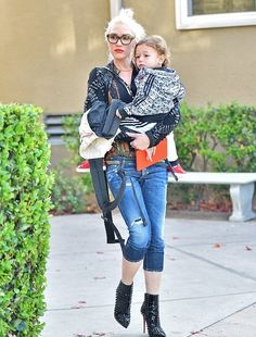 GWEN STEFANI - Gwen Stefani and baby Apollo in Los Angeles (Dec....