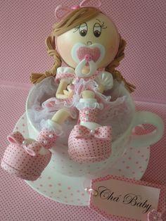 Xícara de porcelana com bebezinho(as) feito em EVA para decoração de chá de bebê linda lembrancinha para mamãe guardar de lembrança do chá de bebê. Feito com amor e carinho.