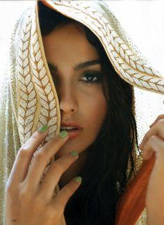Anamika Khanna dupatta .. Love the edge detail