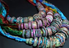 Beautiful colors and textures in polymer clay Sari Beads. Fimo Clay, Polymer Clay Projects, Polymer Clay Creations, Polymer Clay Necklace, Polymer Clay Beads, Sari, Ceramic Jewelry, Fabric Jewelry, Clay Design