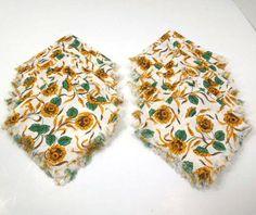 Vintage Sunflower Napkins Tea Napkins set of 18 by ReneesRetro #vintage #etsy #napkins #lov team #epsteam #tablelinen