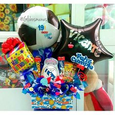 Feliz Cumple!!! ⚽#arreglos #arreglosconglobos #detalles #regalo #original #cumpleaños #felicidades #dulces #deporte #copacentenario2016 #chucherias #detalle #cumple #torta #futbol #soccer #futebol #copacentenario #globopersonalizado #globo #personalizado #personalizados #balloons #globospersonalizados Balloon Gift, Candy Bouquet, Ideas Para Fiestas, Diy And Crafts, Balloons, Presents, Gifts, Decor, Surprise Box