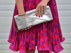 This is an awesome clutch!