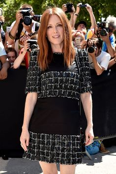 Paparazzi : JULIANNE MOORE au Chanel Fashion Show à Paris 07/04/2017