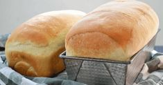 If you're looking for a light, fluffy, flavorful loaf of bread, look no further! This white bread is perfect for sandwiches or alongside a nice soup, or just eat warm. Sandwich Bread Recipes, Easy Bread Recipes, Pizza Recipes, Gourmet Recipes, Cooking Recipes, Homemade Sandwich Bread, Bread Ingredients, White Bread, White Whole Wheat Bread Recipe