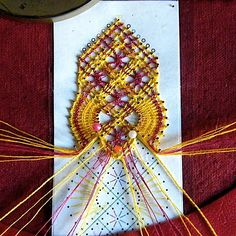 Los dos, foto y picado - Choni Encajeras - Picasa Albums Web Bobbin Lacemaking, Bobbin Lace Patterns, Point Lace, Lace Making, Irish Crochet, Couture, Bookmarks, Album, My Love