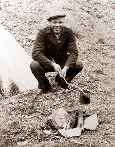 1935 Hobo in Camp