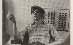 David Bowie bei Aufnahmen in den Hansa Studios, 1977 Mit freundlicher Genehmigung von The David Bowie Archive Foto © Coco Schwab