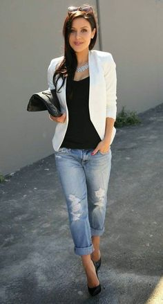 Cool Office Style White Blazer Plus Bag Plus Tee Plus Riped Jeans Plus Heels Professional Summer Outfits, Summer Work Outfits, Spring Fashion Outfits, Casual Work Outfits, Office Outfits, Work Fashion, Fall Outfits, Office Uniform, Office Fashion