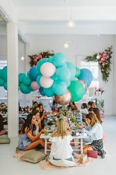 balloon party ideas - photo by Beck Rocchi http://ruffledblog.com/balloon-filled-party-inspiration-at-a-pandora-brunch