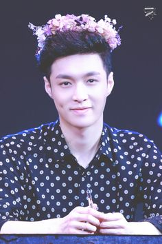 Lay - 161204 'Lose Control' Guangzhou fansign Credit: AKO.