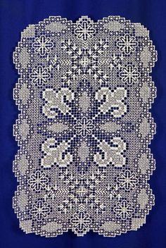 Филейные работы – одно из древнейших рукоделий. Первоначально – это просто плетённая сеть, заполненная вышивкой. Вышивка на сетке была известна в разных…