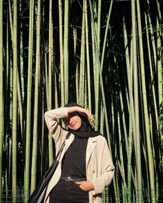 11.1K vind-ik-leuks, 45 reacties - @withahsen op Instagram: 'güneş koruyucu poz önerisi☀️ - blazer ceket @modanisa ürün kodu 1153183 indirim kodu WITHAHSEN' Stylish Hijab, Modest Fashion Hijab, Modern Hijab Fashion, Muslim Women Fashion, Casual Hijab Outfit, Hijab Chic, Ootd Poses, Hijab Trends, Hijab Fashionista