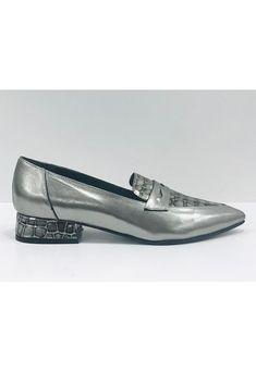 Mocasín Peltre Antoinette Julia Loafers, Shoes, Fashion, Pewter Color, Leather, Over Knee Socks, Travel Shoes, Moda, Shoe