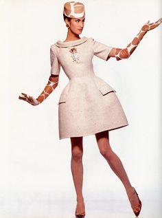 Yasmeen Ghauri for Valentino Haute Couture 1991 90s Fashion, High Fashion, Vintage Fashion, Womens Fashion, Pretty Dresses, Dresses For Work, Valentino Couture, Valentino Garavani, Victoria Secret Catalog
