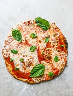 easy thin crust - no rise! - pizza I howsweeteats.com