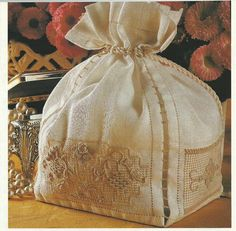 Bilderesultat for casalguidi Hardanger Embroidery, White Embroidery, Embroidery Patterns, Drawn Thread, Thread Work, Cut Work, Needle Lace, Fabric Manipulation, Cottage Chic