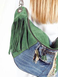 Bolso Togo Piel y Vaquero. Combinación perfecta para el verano. www.nattiva.es Denim Backpack, Denim Bag, Denim Handbags, Denim Crafts, Boho Bags, Hip Bag, Quilted Bag, Celebrity Dresses, Denim Fashion
