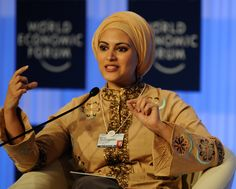 "Muna AbuSulayman, formerly co-host of one of MBC TV's most popular social programs, Kalam Nawaem (""Softly Speaking""). Best Relationship Advice, Beautiful Muslim Women, Arab Women, Muslim Hijab, Young Female, Muslim Girls, Oprah, Hijab Fashion, Role Models"